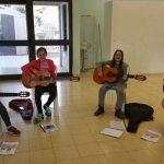 שיעור גיטרה קבוצתי באלוני אבא