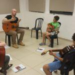 שיעור קבוצתי בגיטרה בחנתון