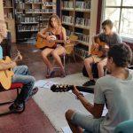 שיעור גיטרה קבוצתי בתמרת