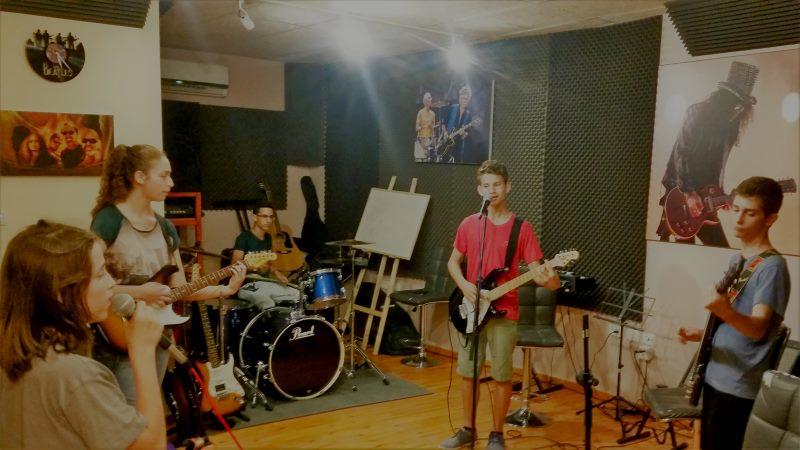 להקות קיץ - סדנאות בגיטרה ושירה בקיץ הקרוב