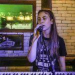 שקד זר שרה בהופעת סוף שנה